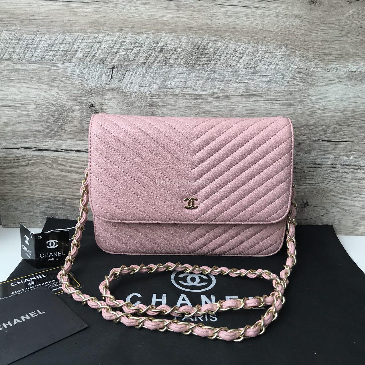 77d95c8e77b8 женская сумочка через плечо на цепочке шанель · Женская сумочка-клатч Chanel  розового цвета