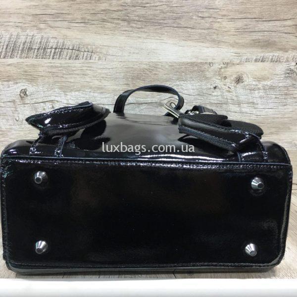 лаковый рюкзак-сумка чёрного цвета фото 5