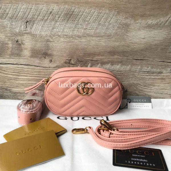Сумка модели GG Marmont от Gucci на пояс розовая