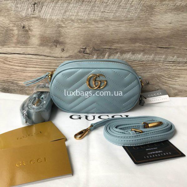 Сумка модели GG Marmont от Gucci на пояс голубая