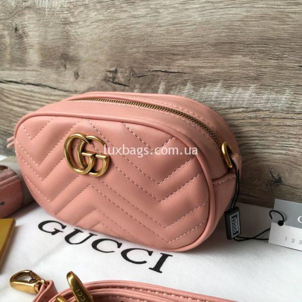 Сумка модели GG Marmont от Gucci на пояс розового цвета