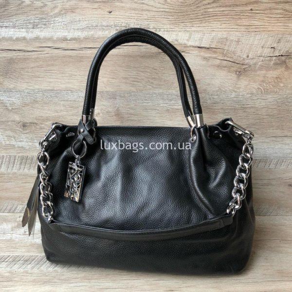 черная кожаная сумка на плечо