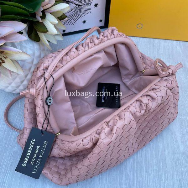 Розовый клатч Bottega Veneta Pouch.