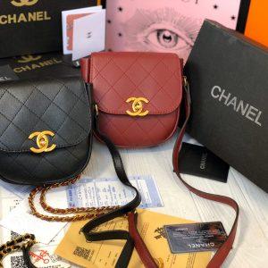 Скидки на брендовые сумки.