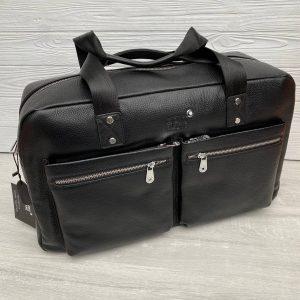Вместительная спортивная (дорожная) сумка.