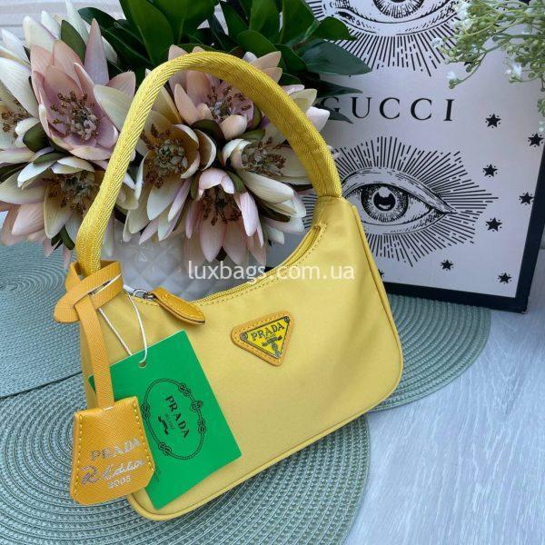 Желтая мини-сумка из нейлона.