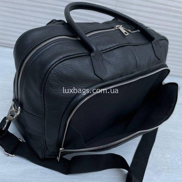 Спортивная сумка Vera Pelle среднего размера черная.